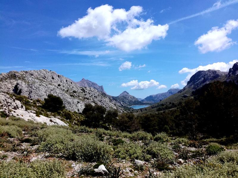 Foto: Vista sulla riserva di acqua Cuber e il Puig Major, 1445 m