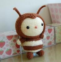 Вязаная игрушка пчелка амигуруми