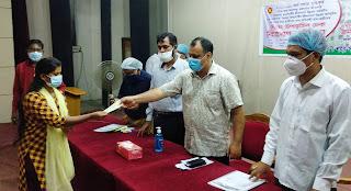 দিনাজপুরে ২৮ লাখ ৫৫ হাজার টাকার শিক্ষা উপবৃত্তির চেক বিতরণ
