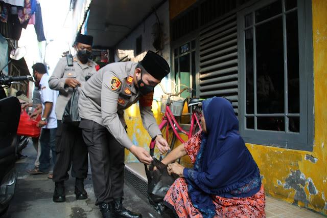 Ramadhan Barokah, Kapolsek Sawah Besar Berbagi Takjil Gratis