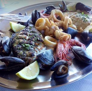 ristorante old kamiros a Rodi: piatto a base di pesce