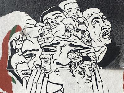 Straßenkunst: Köpfe, die schreien und sich die Hand vor den Mund halten