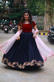 meesaya murukku movie actress aathmika (4)