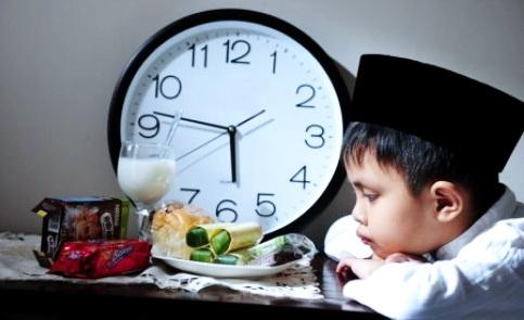 Hukum Memaksa Anak Berpuasa Ramadhan