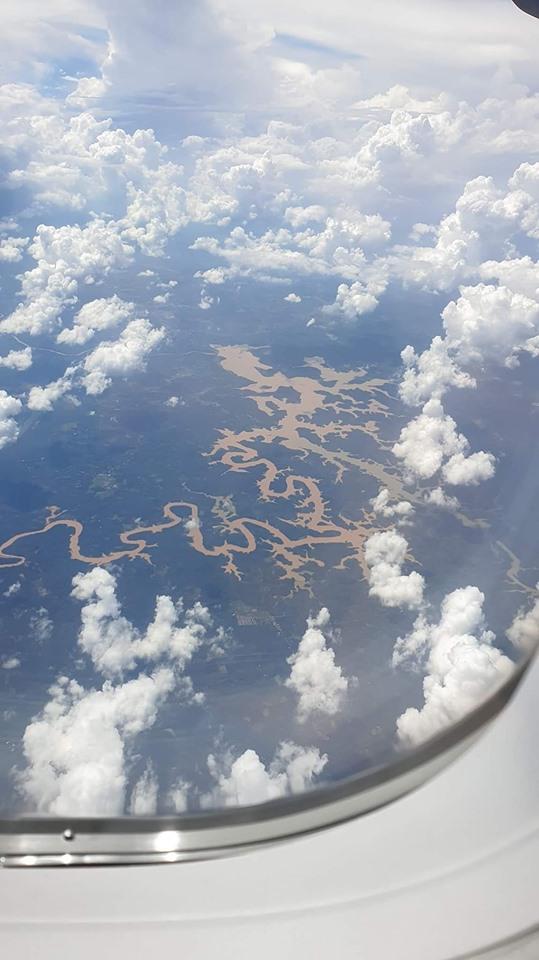 Hồ Cần Đơn nhìn từ trên máy bay xuống