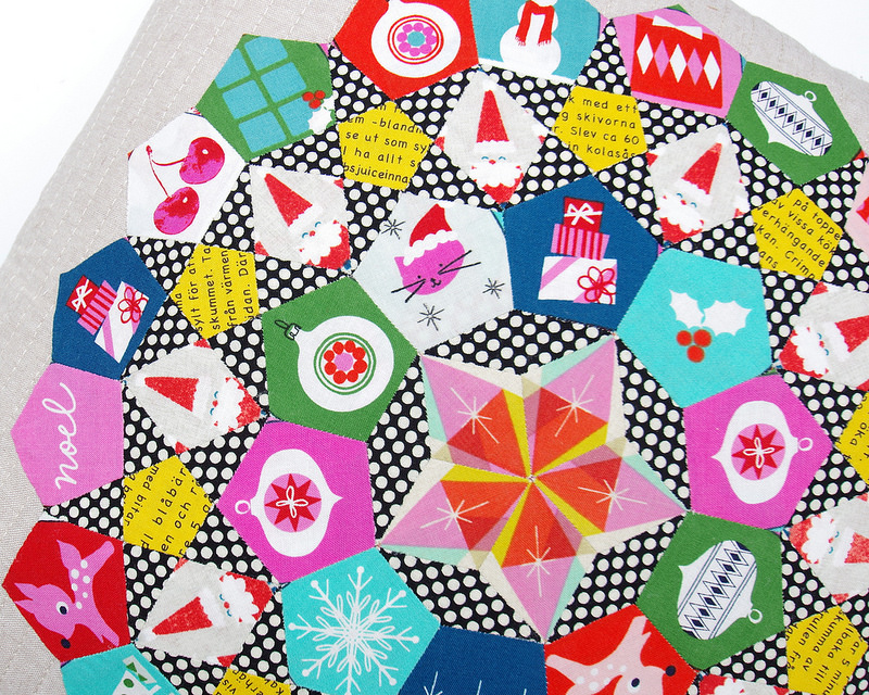 A Handmade Christmas - Garland Pillow Cover | © Red Pepper Quilts 2016