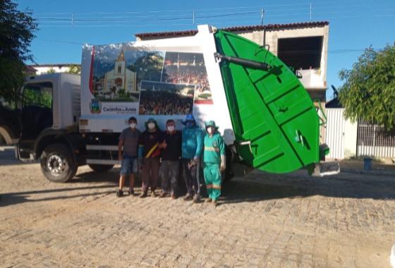 Prefeitura entrega Caminhão compactador de resíduos sólidos a população de Cacimba de Areia
