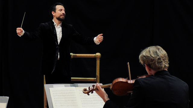 Cornelius Meister conducting the Royal Scottish National Orchestra in November 2020