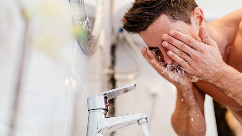 3 Kesalahan Saat Memakai Sabun Muka Pria