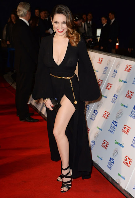 Hollywood actress Kelly Brook Forgot to wear bra showing her nipples national Television Awards In London