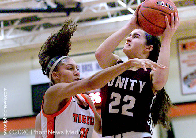 Elyse Knudsen scores 24 against Urbana