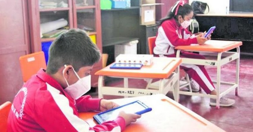 Ministerio de Salud recomendó al MINEDU «no acelerar las clases presenciales» para este año