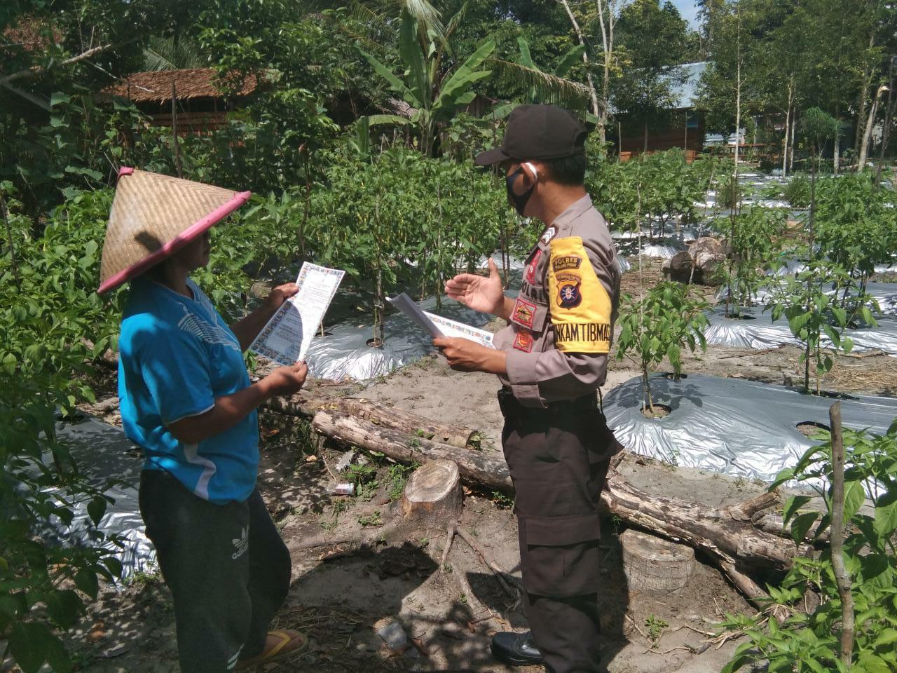 Cegah Penyebaran Virus Corona, Bhabinkamtibmas Desa Parahangan Sampaikan Sosialisasi
