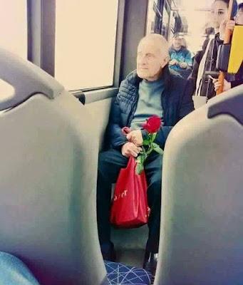 """""""Είναι ο χρόνος που ξόδεψα για το δικό μου τριαντάφυλλο που το κάνει τόσο σημαντικό"""".... Είπε ο μικρός πρίγκιπας.."""