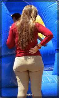 rubia-culo-grande-pantalon