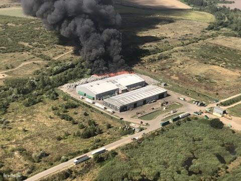 Több mint nyolcvan tűzoltó dolgozik a királyszentistváni tűznél