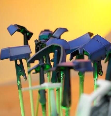 바예호 아크릴 도료로 명암 도색한 MG 제간 부품