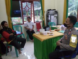 Bhabinkamtibmas Polsek Anggeraja  Sambang ke Kantor Desa Bahas Kamtibmas