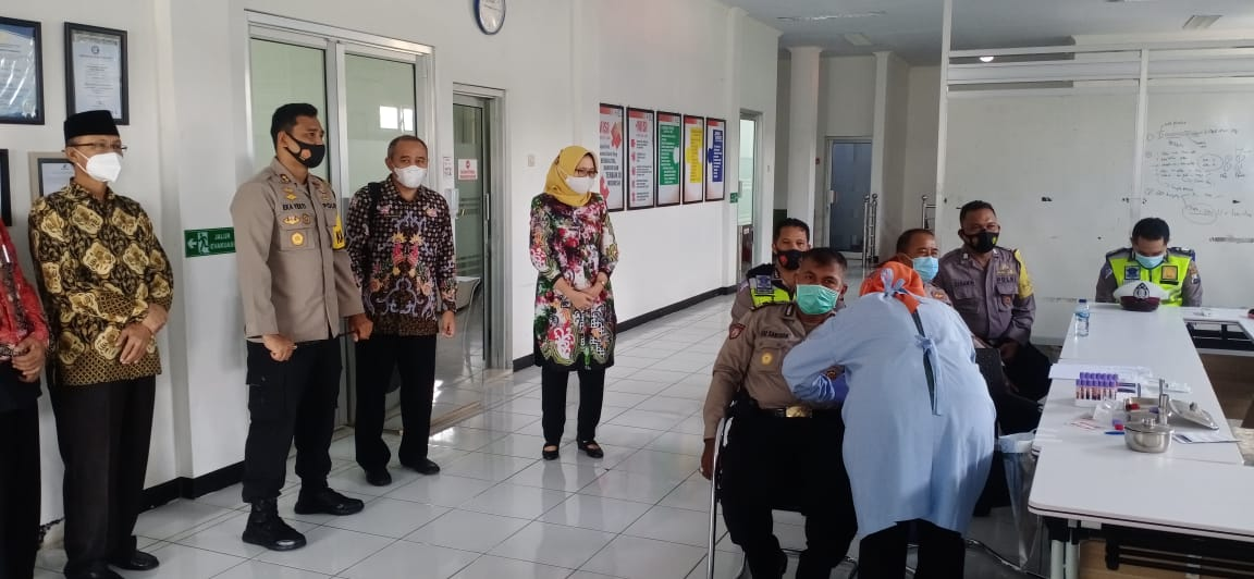 Personil Polres Lumajang Jalani Uji Kelayakan Donor Plasma