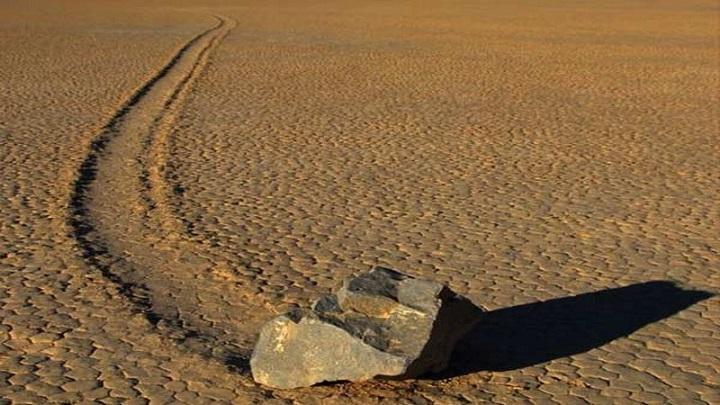 Misteri Batu yang Bisa Berjalan di Death Valley Akhirnya Terpecahkan