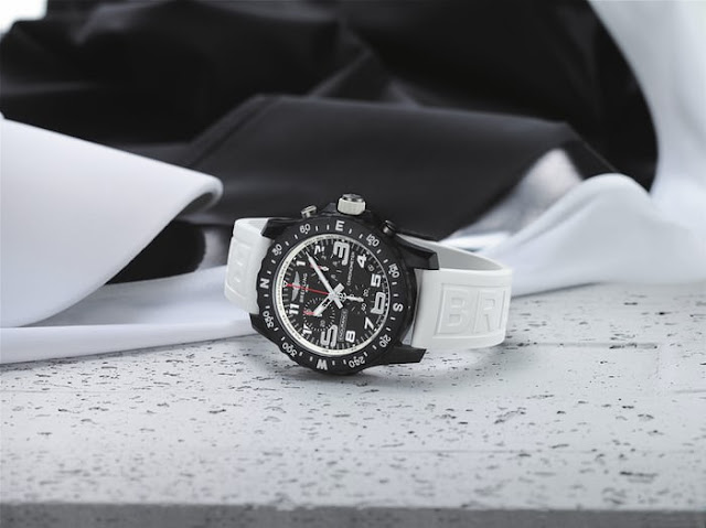 Review New Breitling Endurance Pro Black Dial 44 mm Wtach Replica