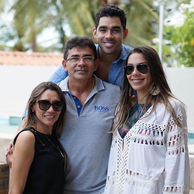 COM AMIGOS E FAMILIARES, GABRIEL DINIZ COMEMORA ANIVERSÁRIO EM FESTA ... d42ced8d46