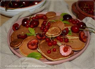 https://swiat-na-widelcu.blogspot.com/2021/07/mini-pancakes-z-owocami.html