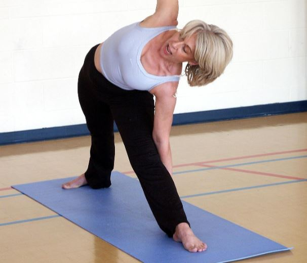 workouts on the floor exercise gym mat bodyweight training flooring