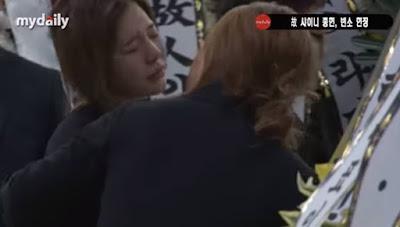 4 Momen Mengharukan di Rumah Duka Jonghyun Shinee