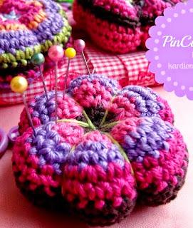 http://translate.googleusercontent.com/translate_c?depth=1&hl=es&rurl=translate.google.es&sl=de&tl=es&u=http://kardiomuffelchen.com/crochet/retro-flower-pincushion-crochet-pattern/&usg=ALkJrhjbimUdvsQtjjUk7PW-KDC0qL37TQ