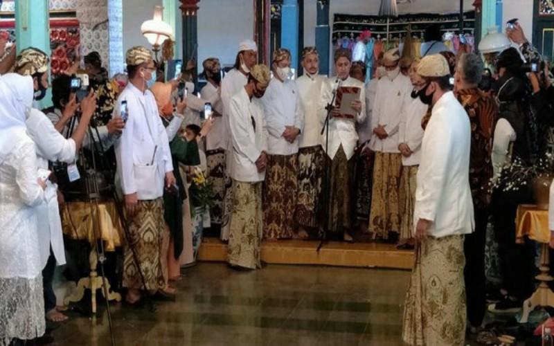 Proses Penobatan Sultan Sepuh XV Pangeran Raja Adipati Diwarnai Aksi Ricuh Penolakan