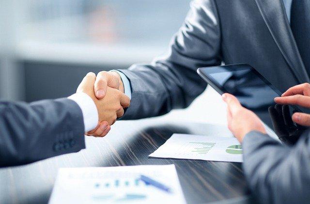 Bolehkah Bertransaksi dan Interaksi dengan Pegawai Bank?