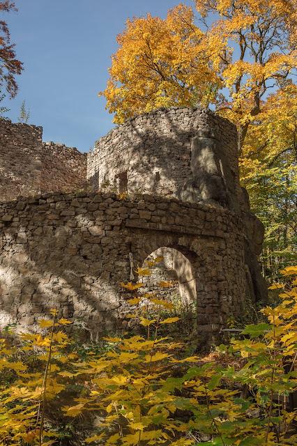 Zamek Bolczów jesienią