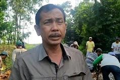 Tidak Kunjung ada Perbaikan Jalan dari Pemerintah Kepala Desa Braja Asri Ajak  Warga Gotong Royong