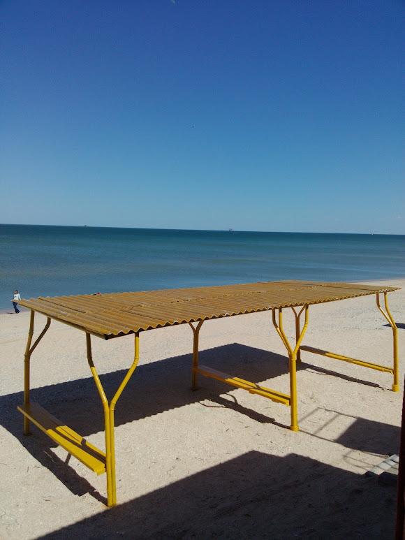 Арабатская стрелка. Пляж оздоровительного комплекса Голубое пламя