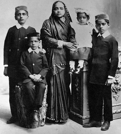 A Rare Glimpse Into Four Generations Of Mahatma Gandhi Family