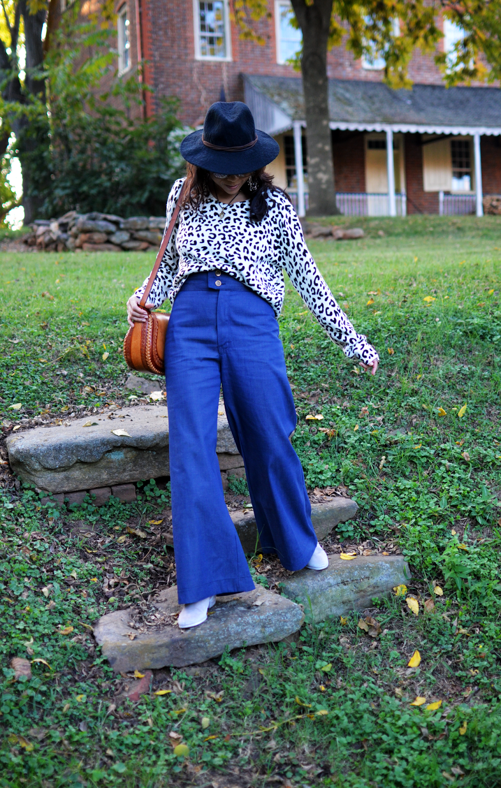 Wide-leg jeans street style