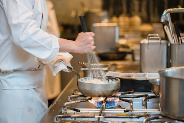 Εστιατόριο στο Παράλιο Άστρος ζητάει προσωπικό για την κουζίνα