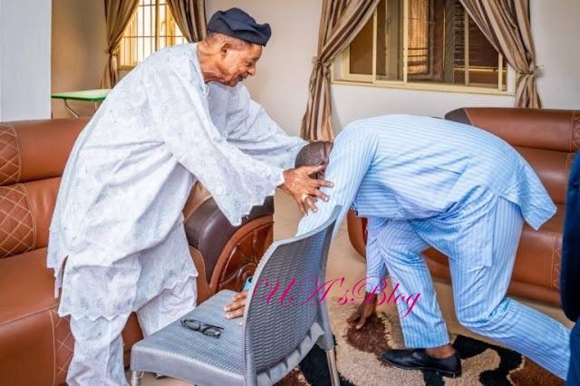 Fayemi visits Alaafin over Ekiti obas' council controversy
