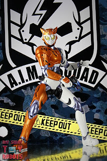 S.H. Figuarts Kamen Rider Valkyrie Rushing Cheetah 02