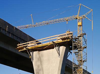 gru di cantiere-cantiere-viadotto-edilizia-costruzioni