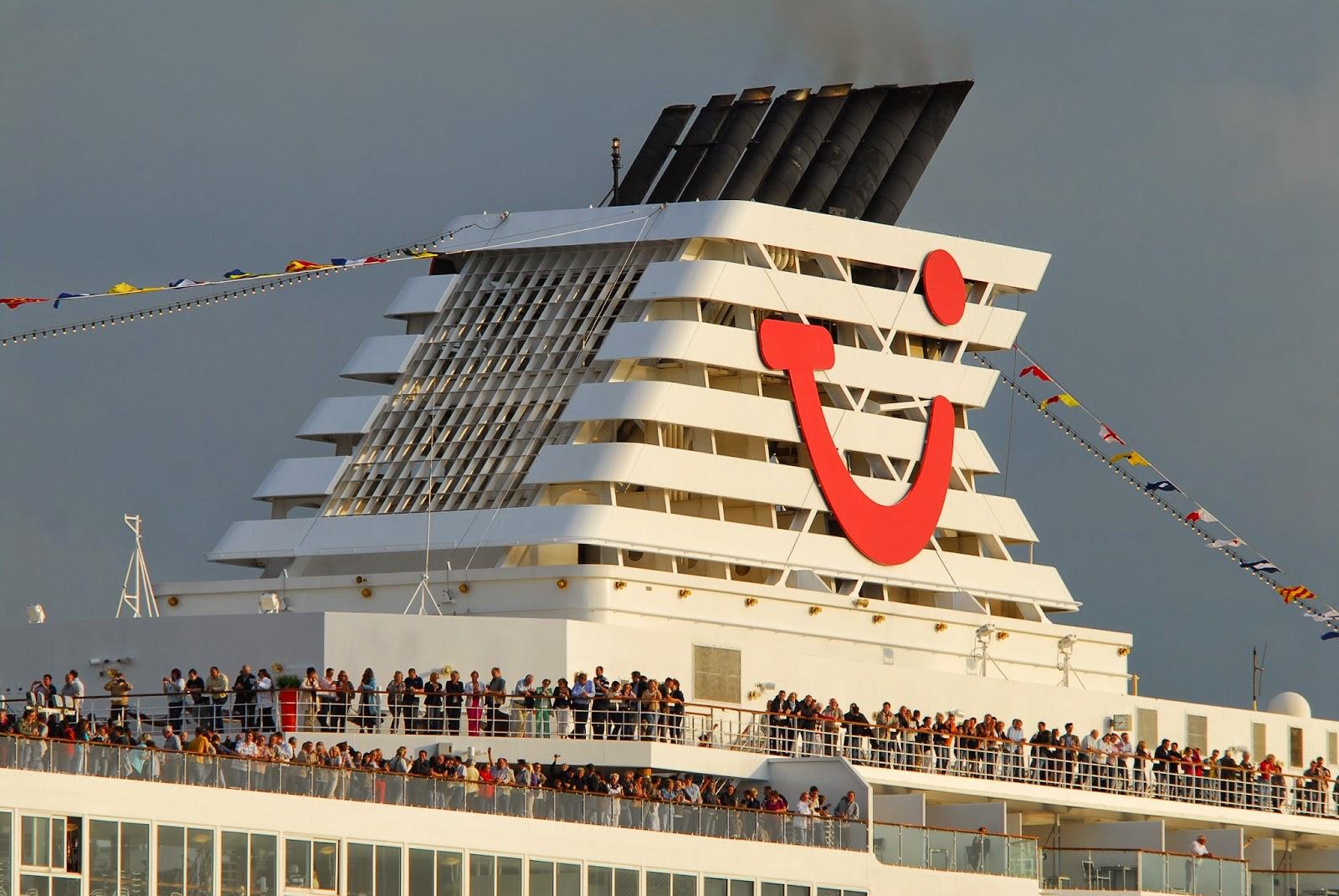 Kiel Wasser Tui Cruises Taufe Der Mein Schiff 4 In Kiel