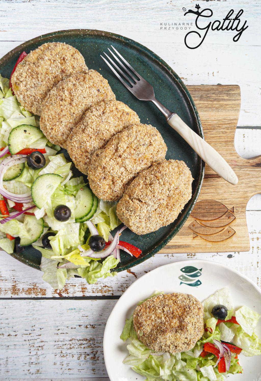 okragle-kotlety-z-salata-na-ta;erzu