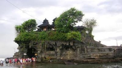 Destinasi Wisata Populer 'Tanah Lot di Bali