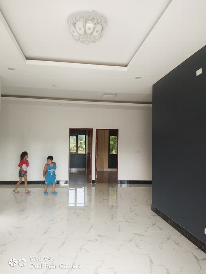 These small bungalow houses consist of 1-3 bedrooms, 1-2 bathroom, 1 living room, and a kitchen. The land is 50 to 100 square meters and estimated costs starting 600k Baht or 900k Pesos.