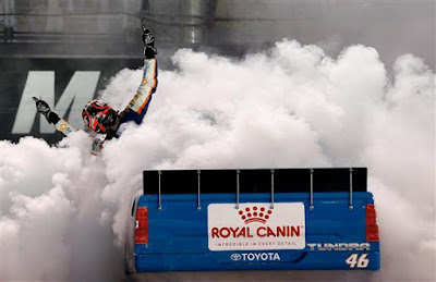Kyle Busch's burnout after winning the NASCAR Camping World Truck UNOH 200 #NASCAR