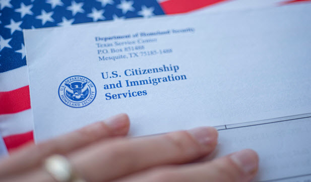 فيروس كورونا يتسبب في تأخيرات كبيرة في أوراق الهجرة فما الحل ؟