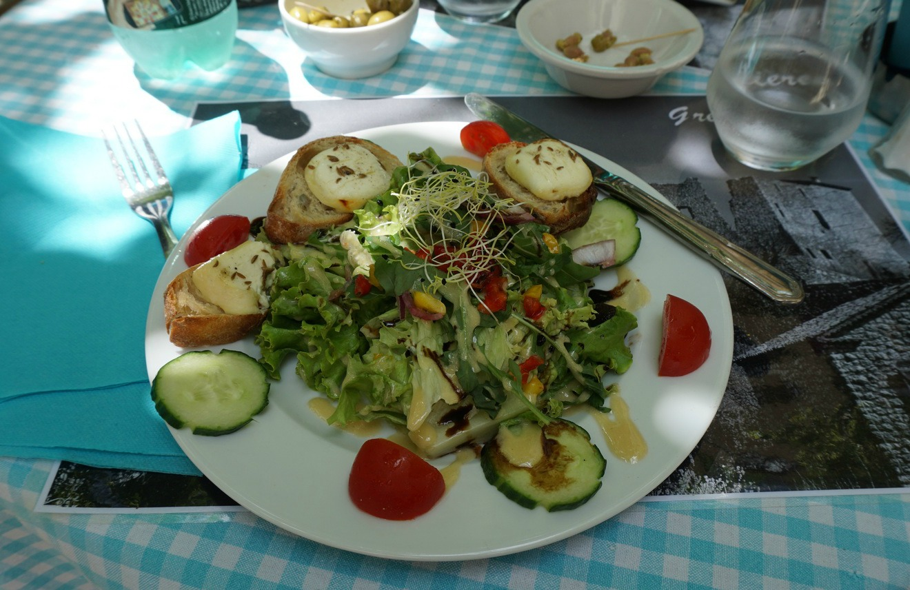 Goat cheese salad starter in Gréolières