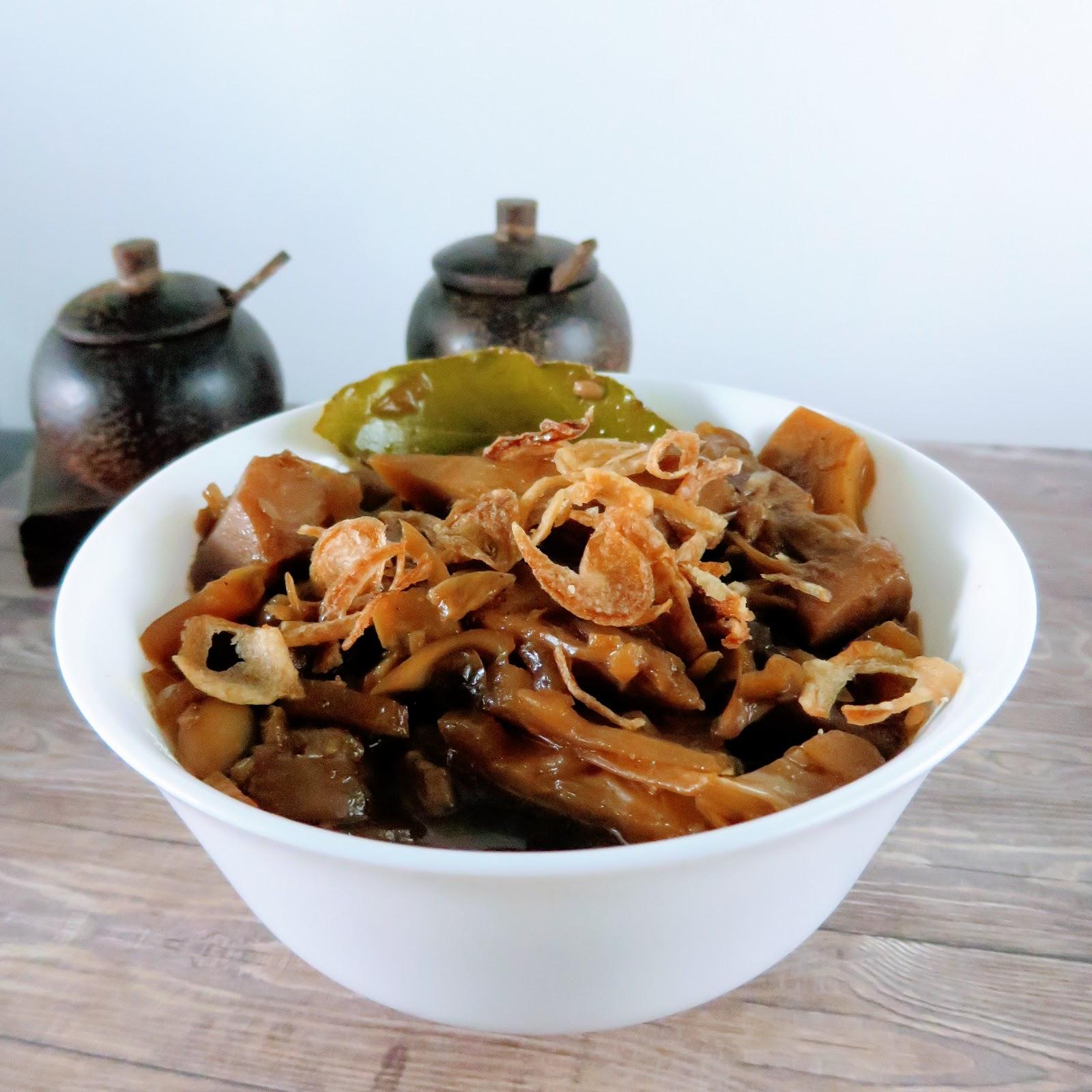 Veganes Jackfrucht Gulasch mit Sojasoße indonesisch kochen