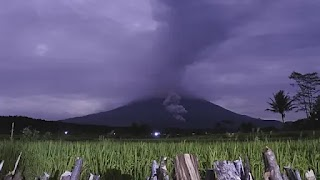 Debu Vulkanik Gunung Semeru Guyur Kota Lumajang